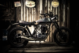 YAMAHA SCRAMBLER UMBAU CROSS SR500 YARDBUILT TOP SPEED ALUTANK FLAT TRACK PETER HAWK FOTOSHOOTING